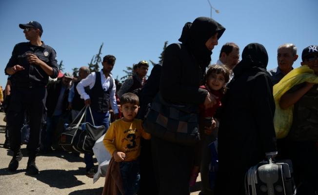 Suriye sınır kapısındaki bayram yoğunluğu sürüyor