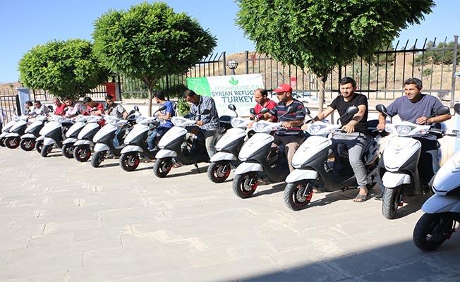 Suriyelilere Elektrikli Motosiklet Dağıtıldı