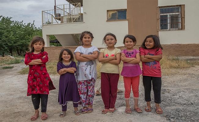 Vatanlarından habersiz büyüyen Özbek çocuklar