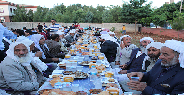Viranşehir'de İhtiyaç Sahibi Aileler İftarda Buluştu