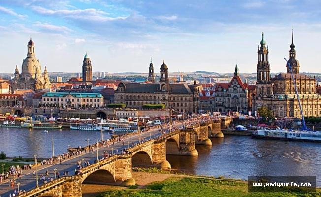 Almanya ''Aşırı'ya Kaçıyor