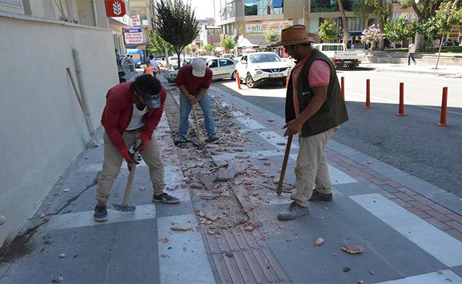 Büyükşehir'in Yaptığı Engelli Şeritlerini Siverek Belediyesi Söktü