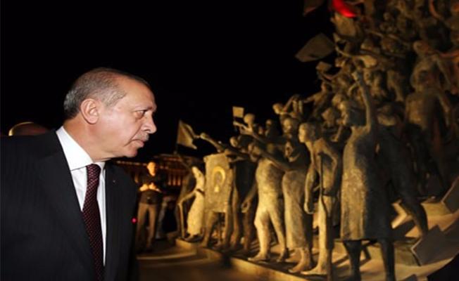 Erdoğan, 15 Temmuz Şehitler Abidesi'ni Ziyaret Etti