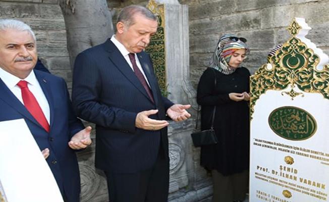 Erdoğan Şehit Varank'ın Kabrini Ziyaret Etti