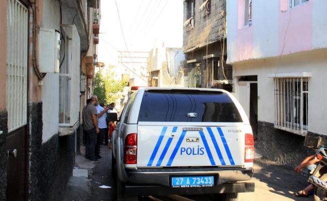 Şifonyerin içine gizlenmiş iki el bombası ele geçirildi