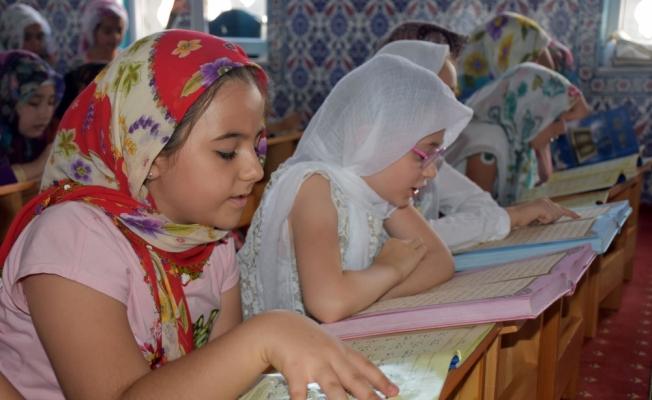 Güneydoğu'da binlerce çocuk Kur'an-ı Kerim ile buluştu