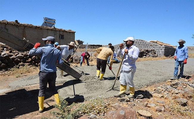 Siverek Kırkpınar'da Beton Yol Çalışması