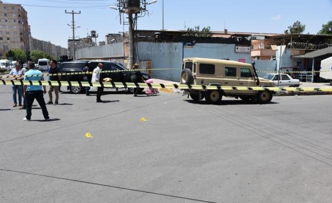 Tartışmayı ayırmaya çalışan polis yaralandı