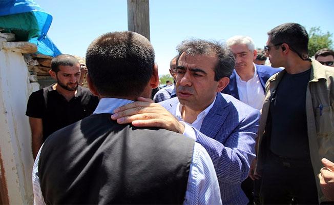 Vali Güzeloğlu Şehit Edilen Başkanın Ailesini Ziyaret Etti