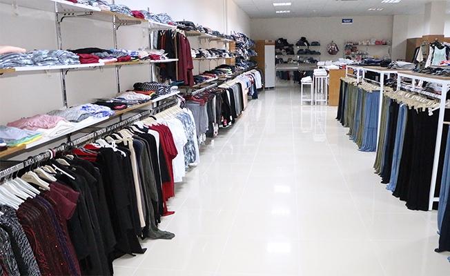 Dar gelirli ailelere giysi yardımı