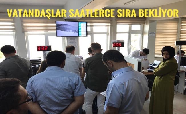 Karaköprü Nüfus Müdürlüğünde Sıra Çilesi