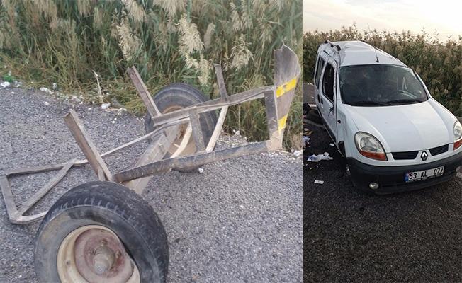 Akçakale yolunda otomobil römorka çarptı