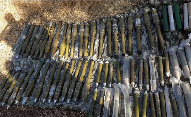 Diyarbakır'da yüzlerce roketatar ele geçirildi