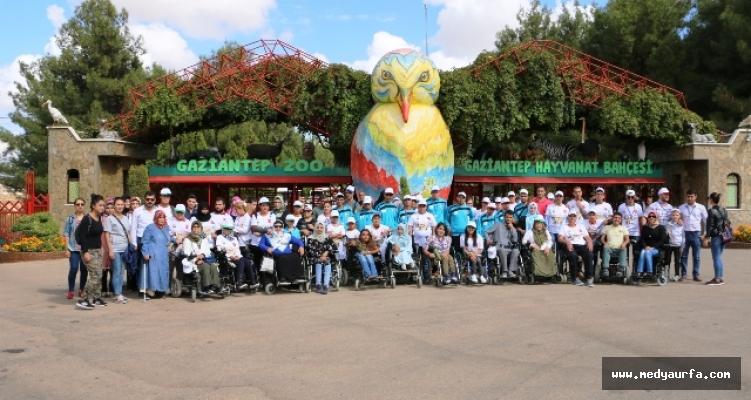 Engellilerin Hayvanat Bahçesi Keyfi
