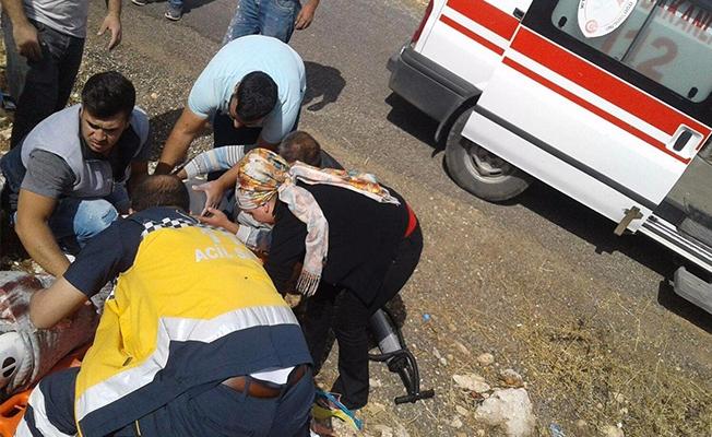Halfeti'de motosiklet devrildi: 1 yaralı
