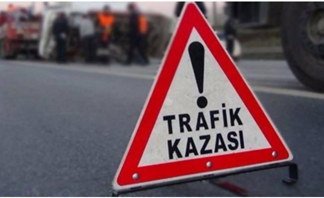 Karaköprü'de ticari araç devrildi: 4 yaralı