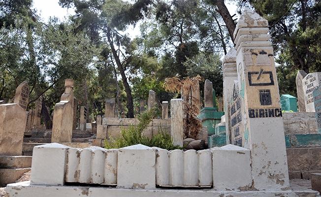 Şanlıurfa'da mezar taşlarına işlenen ilginç figürler