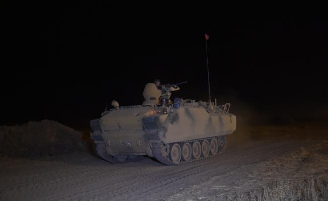 Irak ve Türk askerleri gece tatbikat yaptı
