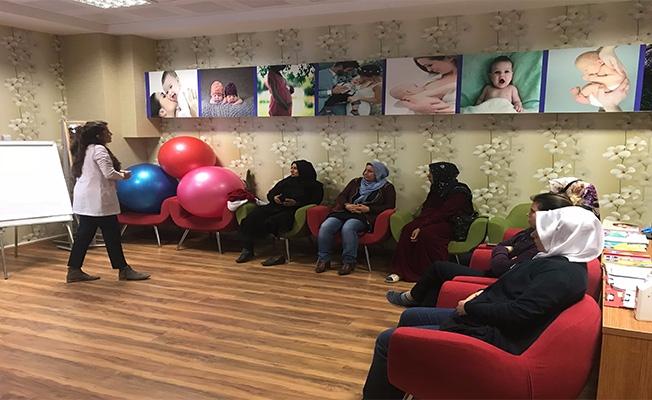 Anne adayları Urfa'daki Gebe Okulunda bilinçlendiriliyor