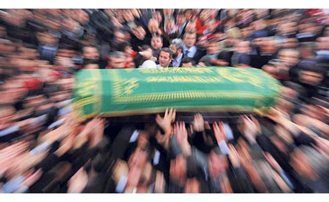 Babası tarafından öldürülen kızın cenazesi toprağa verildi