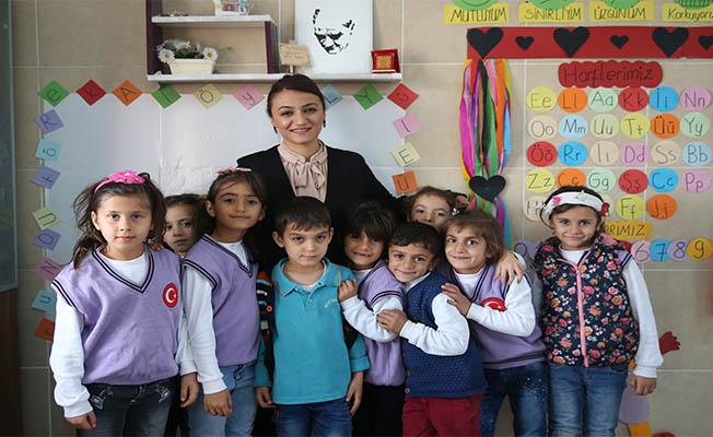 """Köy okulunda """"özel okul"""" ortamı oluşturdu"""