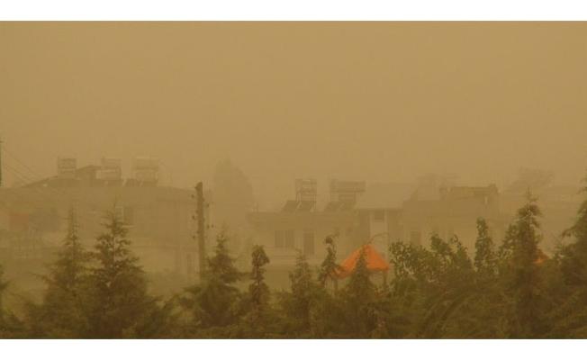 Şanlıurfa'da Toz Bulutu Etkili Oluyor