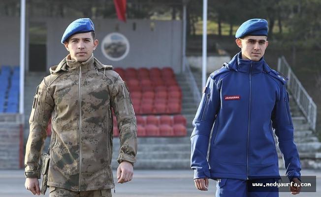 Jandarma yeni üniformalarını giydi