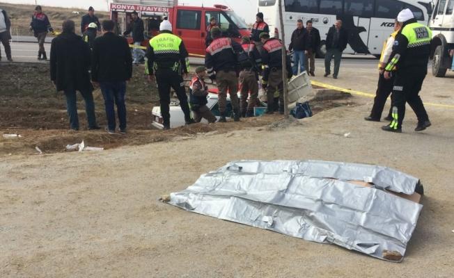 Konya'da otomobil menfeze çarptı: 3 ölü