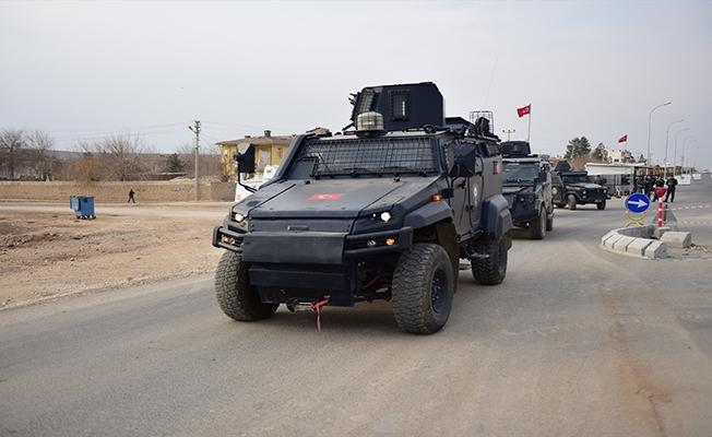 """Polisten Suriye sınırında """"güven konvoyu"""""""