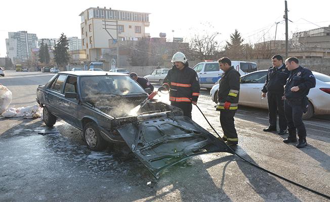 Siverek'te otomobil yandı