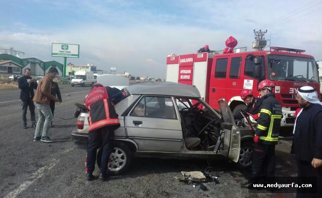 Akçakale yolunda iki otomobil çarpıştı: 5 yaralı