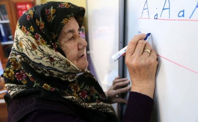 """Erdoğan'ın çağrısına uyup 80'inde """"okullu"""" oldu"""