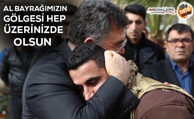 Silah arkadaşlarını Afrin'e uğurladı