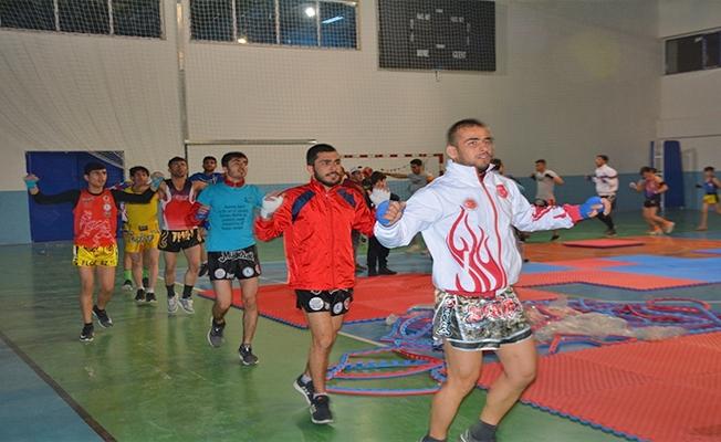 Urfalı sporcular kick boks ve muay thai kampına katıldı