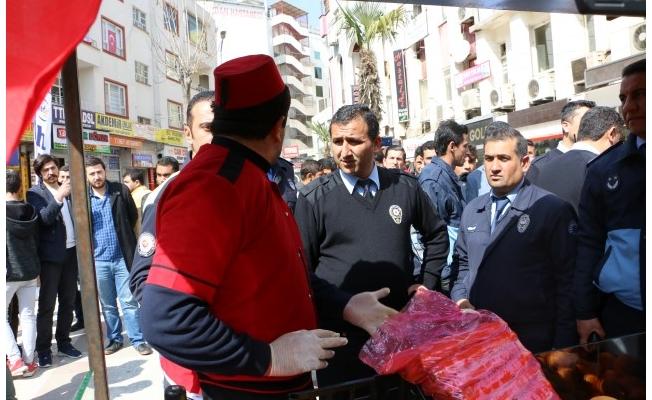 Şanlıurfa'da eylem yapan seyyar satıcı ikna edildi
