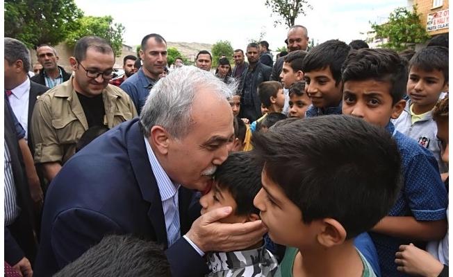 Bakan Fakıbaba 23 Nisan'ı kutladı