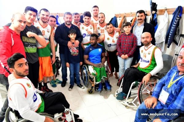 Büyükşehir Basketbol takımı liderlik yolunda