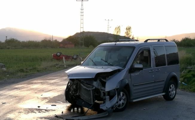 Erzincan'da trafik kazası: 1'i çocuk 5 yaralı