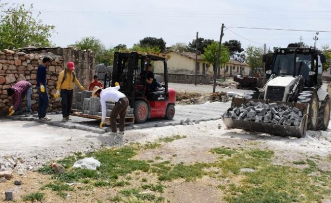 Hilvan'da Kırsal'da Yol Yapım Çalışmaları Devam Ediyor
