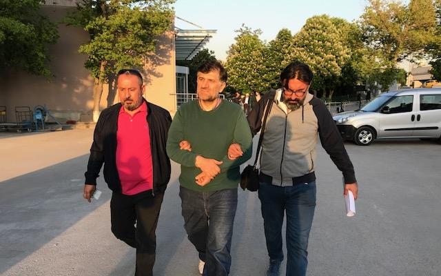 Sınırda yakalanan eski savcı FETÖ'den tutuklandı