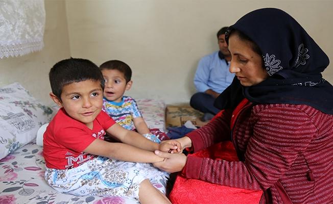 """Urfa'da hem eşinin hem de çocuklarının """"gözü"""" oluyor"""
