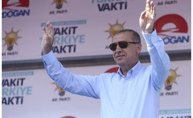Erdoğan, Türkçe-Kürtçe seçim şarkısına tempo tuttu