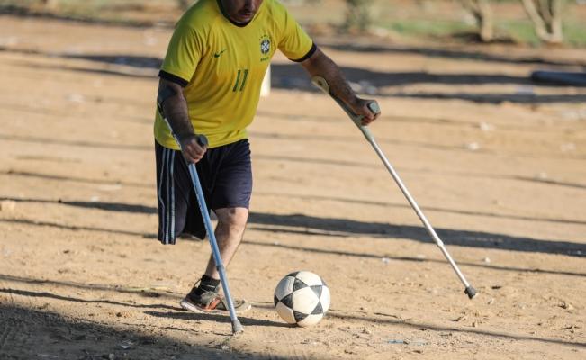 Gazzeli engellilerden İsrail sınırında futbol maçı