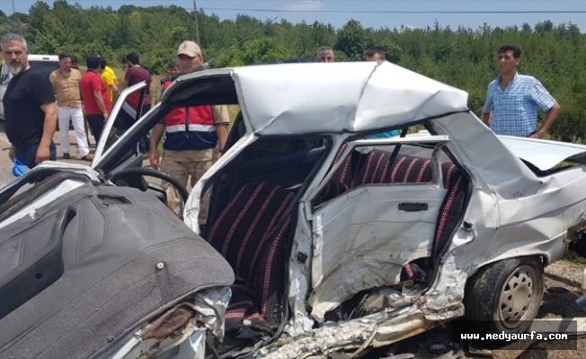 Minibüs ile otomobil çarpıştı: 1 ölü 10 yaralı