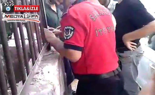Urfa'da Eli Kapı Korkuluğuna Sıkışan Çocuk Kurtarıldı