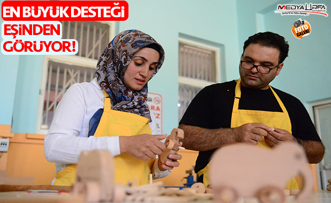 Harran'da marangoz çift Suriyelilere sanat öğretiyor