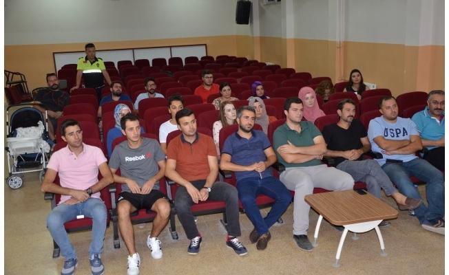 Polisten Halfeti'de öğretmenlere trafik eğitimi