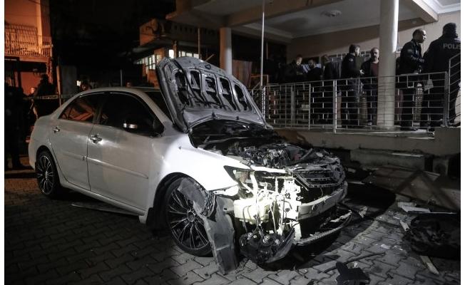 Adana'da park halindeki araçta patlama