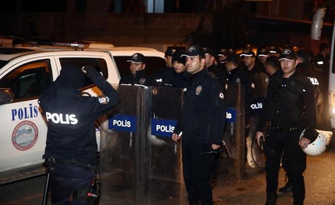 Aranan zanlı ile polise zorluk çıkaran 7 yakınına gözaltı