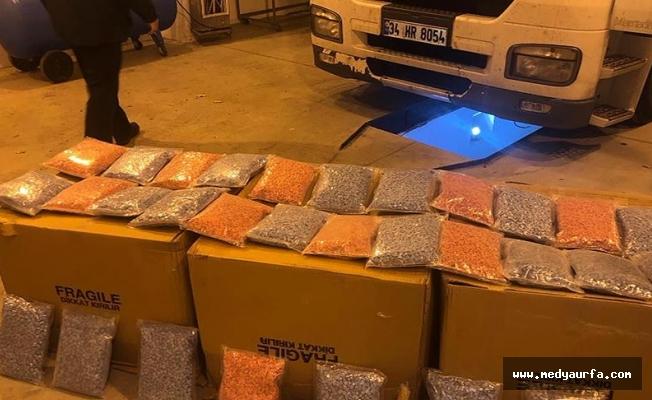 Van'da kargoyla uyuşturucu sevkiyatı polise takıldı